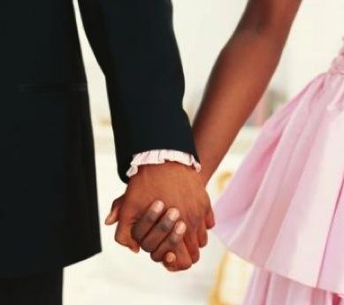 love black couple holding hands